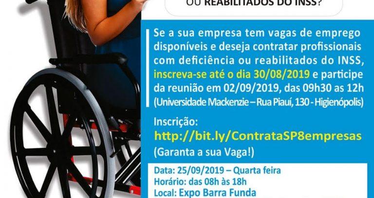 Em fundo branco, cartaz mostra arte de moça sentada em sua cadeira de rodas segurando o convite sobre informações sobre a 8ª edição do Contrata SP. Abaixo, as logomarcas das entidades parcerias.