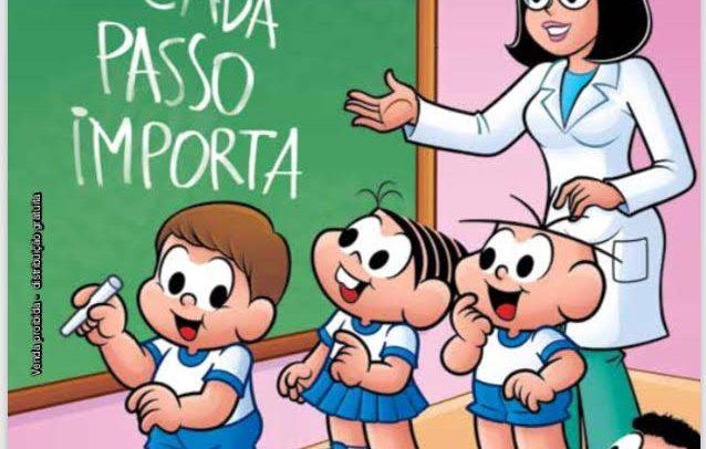 capa do gibi mostra a Turma da Mônica em sala de aula, onde o personagem Edu escreve as palavras Cada Passo Importa na lousa, sendo observado pela professora e colegas