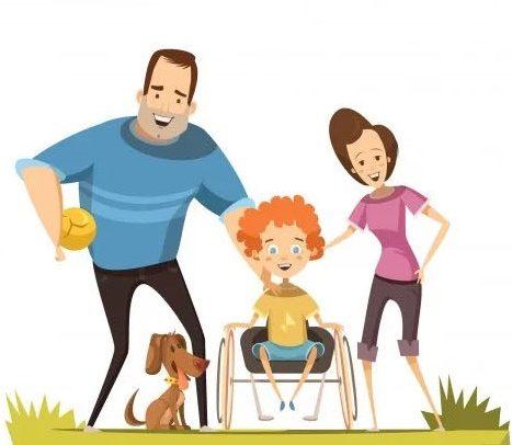 Ilustração de uma família em um gramado. À esquerdo, está um homem, que segura uma bola. Aos pés dele, está um cachorrinho. No centro da imagem, há uma criança em uma cadeira de rodas. À direita, está uma mulher. O fundo é branco.