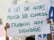 foto de um cartaz onde se lê: a lei de cotas precisa ser cumprida / trabalho com dignidade